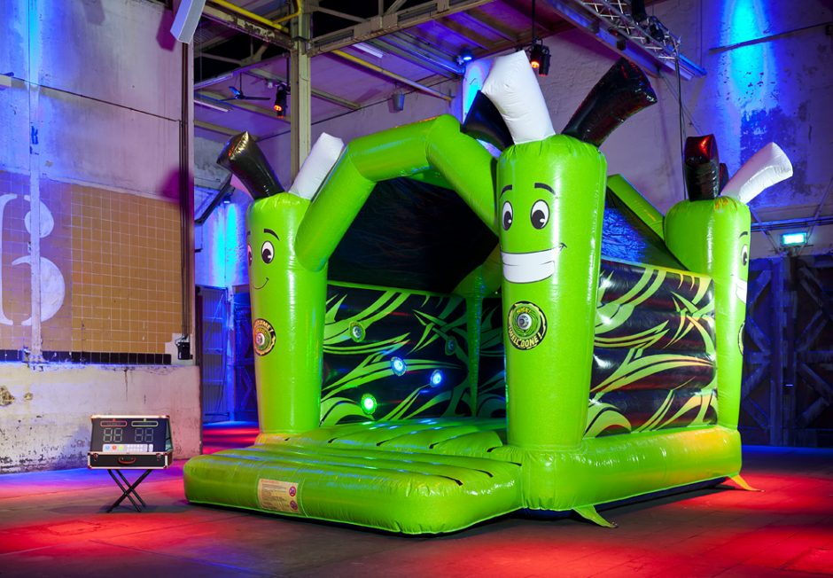 bouncer-with-roof-active-jump-1