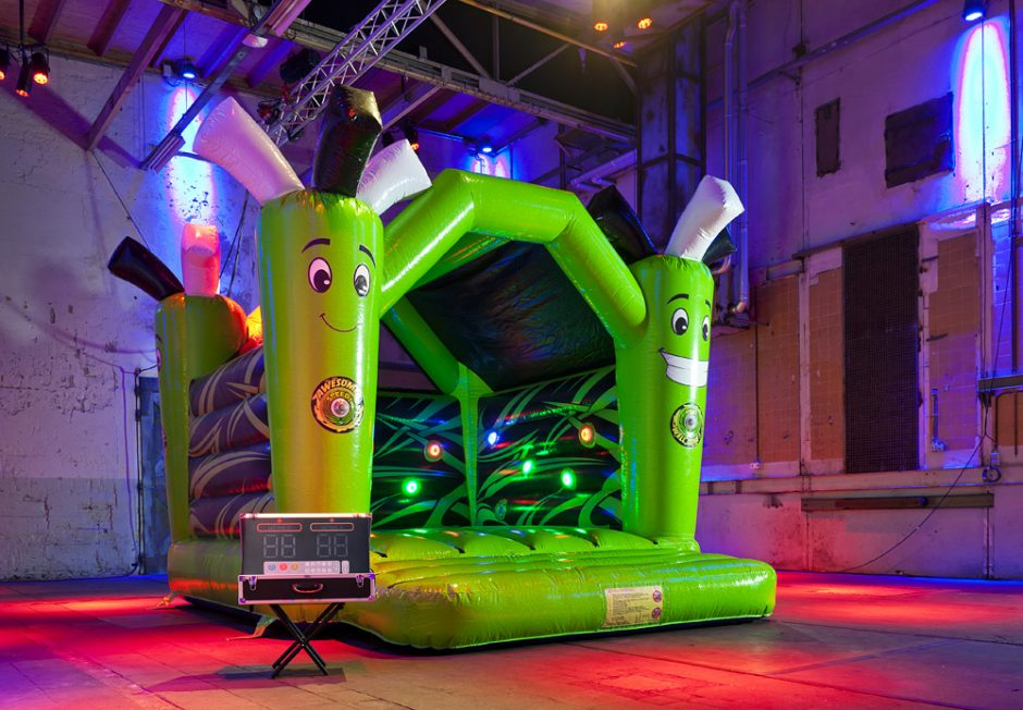 bouncer-with-roof-active-jump-2