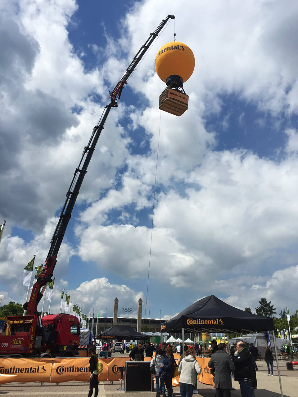 eventmodul-ballon-am-kran-3